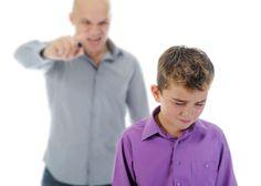 Estilo de crianza estricto: la diferente perspectiva de padres e hijos - http://madreshoy.com/estilo-de-crianza-estricto-la-diferente-perspectiva-de-padres-e-hijos/