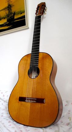 Oscar Teller luthier classical guitar made in W.S/CAN takes only 5 working days, and the guitar Classical Guitars, Hand Shapes, Vintage Guitars, Concert, Violin, Instruments, Music, Tools, Recital