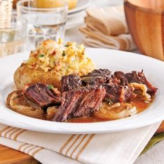 Maple and Dijon Chuck Roast - 5 ingredients 15 minutes Slow Cooker Recipes, Crockpot Recipes, Cooking Recipes, Healthy Recipes, Delicious Recipes, Confort Food, Other Recipes, Food Porn, Good Food