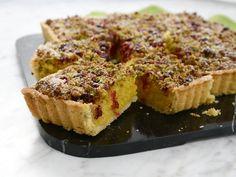Saffranskaka med knäckigt pistagetäcke | Recept från Köket.se
