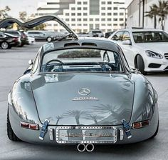 Modern supercars or Oldtimers?🤔👇 Vibes of a 1955 Mercedes Gullwing😍 . DM me to learn how i grow so fast🔥 . Mercedes Amg, Mercedes Motor, Mercedes Truck, Supercars, Scooter Moto, Models Men, Roadster, Classic Mercedes, Porsche Classic
