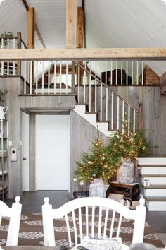 Can I please have a guest house mezzanine like this? Can I please have a guest house? Or a mezzanine? Rustic Farmhouse, Farmhouse Style, Italian Farmhouse, Farmhouse Interior, Country Style, Life Design, House Design, Rustic Christmas, Christmas Trees