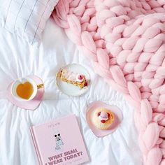 Image about pink in Perfectly Girly Coziness*~~~* by Sara Torres Fluffy Blankets, Knitted Blankets, Merino Wool Blanket, Chunky Knit Decke, Chunky Wool, Chunky Knits, Photo Rose, Pink Photo, Color Rosa