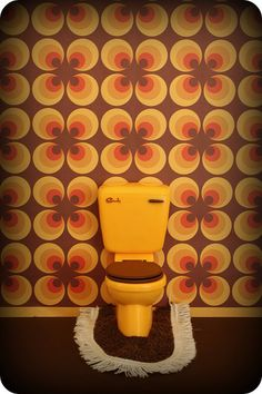 seventies style. yellow toilet. lovely wallpaper!
