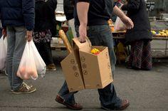 レジ袋が不要に 自転車の荷台にも簡単に詰めるダンボールボックス「PACKTASCHE」