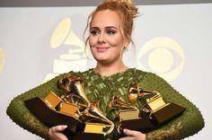 """Adele vence Grammy de 'álbum do ano' mas garante """"Lemonade"""" de Beyoncé """"para mim é o melhor álbum do ano"""" https://angorussia.com/cultura/musica/adele-vence-grammy-album-do-ano-garante-lemonade-beyonce-mim-melhor-album-do-ano/"""