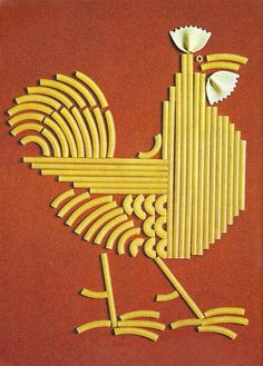 Pasta gallo by Noëlle Lavaivre, Pasta Kunst, Macaroni Art, Pasta Crafts, Pasta Art, Crafts For Kids, Arts And Crafts, Chicken Art, Chickens And Roosters, Art Plastique