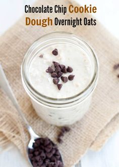 Chocolate Chip Cookie Dough Overnight Oats from @sweettreatsmore #oatmeal #breakfast