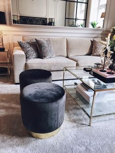 Stylish Living Room Decor Ideas: Update Your Living Room Design Rugs In Living Room, Interior Design Living Room, Home And Living, Living Room Designs, Living Room Decor, Beige Sofa Living Room, Living Room Stools, Beige Couch, Design Interiors