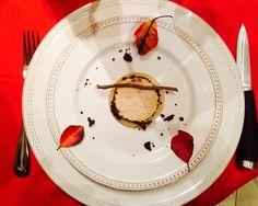 Foie gras en croûte de figue rôtie sur lit de poire épicé en gelée