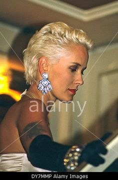 Download this stock image: Paula Yates bei der Verleihung der British Academy of Film and Television Arts (BAFTA) Awards 1988 im Londoner Grosvenor House Hotel. London, 20.03.1988 - DY7MMP from Alamy's library of millions of high resolution stock photos, Stock Photo, illustrations and vectors.