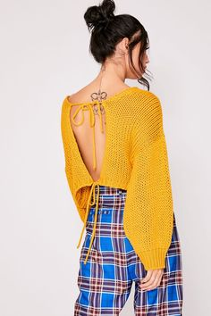 Order the Mustard Tie Back Cropped Jumper from In The Style. Shop today with next day delivery available until Knitted Baby Clothes, Crochet Clothes, Diy Clothes, Cute Casual Outfits, Simple Outfits, Crochet Crop Top, Knit Crochet, Crochet Stitches For Beginners, Modern Crochet Patterns