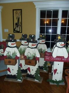 snowmen by mery owen Christmas Wood Crafts, Snowman Crafts, Primitive Christmas, Christmas Signs, Country Christmas, Christmas Snowman, Christmas Projects, Winter Christmas, Holiday Crafts