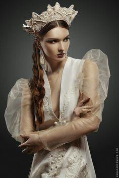 Современный русский стиль- кокошник, стильный вечерний сарафан с золотым принтом и нежная блуза. Дизайнер Юлия Суравцова  Designer Yuliya Suravtsova