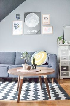 Living room styling for small apartments, via Happy Interior Blog #home #apartments #decoration www.vainpursuits.com
