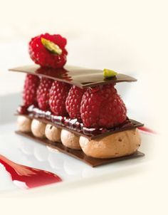 Easy dessert, looks fancier than it is.  I think I could win Chopped with this, so yummily beautiful!