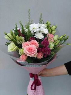 Flowers Delivery in Bangalore- Send flowers to your loved one in Bangalore today! Areka flowers offer same day flower delivery in Bangalore. How To Wrap Flowers, Bunch Of Flowers, Types Of Flowers, Pretty Flowers, Fresh Flowers, Send Flowers, Cherry Blooms, Modern Flower Arrangements, Hand Bouquet