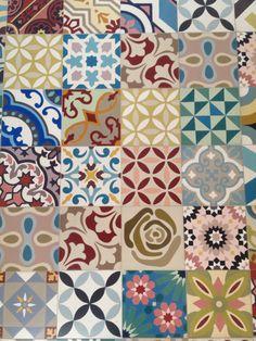 szep, ez is kicsit olyan gyerekes, de csak kicsit. Mosaic Tiles, Wall Tiles, Tiling, Azulejos Diy, Patchwork Tiles, Encaustic Tile, Best Flooring, Tiles Texture, Decorative Tile