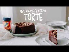 Achtung, achtung! Vorhang auf für den ultimativen Schokoladenkuchen: unsere Ovo Crunchy Cream Torte! Mit dieser Torte wirst du nicht nur an deinem Geburtstag alle begeistern. Denn Sie sieht nicht nur unverschämt lecker aus, sondern ist es auch 😉 Biscuits, Chocolate Lovers, Good Food, Birthdays, Pudding, Sweets, Cream, Healthy, Desserts