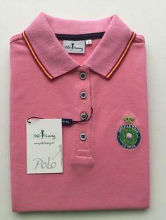 d45513955ce56 Polo soft swing con ribetes de la bandera de España. Jerseys pico con  ribetes de