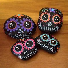 Looking for easy rock painting ideas? Perhaps you're simply beginning, you're daunted by even more intricate styles, try this, rock painting ideas, very inspiration for DIY or Decor - Rock Painting Ideas Pebble Painting, Pebble Art, Stone Painting, Diy Painting, Painting Tutorials, Stone Crafts, Rock Crafts, Arts And Crafts, Halloween Rocks