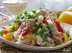Šalát Dúha : kuracie prsia, čínska kapusta, cibuľa a farebné papriky + zálievka z cibule, cesnaku, horčice, kyslej smotany + soľ a korenie