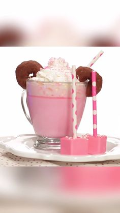 Treat your kids, or yourself, to this DIY Minnie Mouse Hot Cocoa