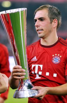 Always late to the party Philipp Lahm, Always Late, Trophy Design, Fc Bayern Munich, Ronaldo, Party, Cups, Germany, Soccer