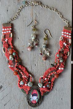 Parure en micro-macramé, cabochon Gorjuss, collier corail et vert, pierres semi-précieuses