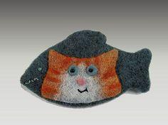 Happy Cat Brooch - FIBER ARTS