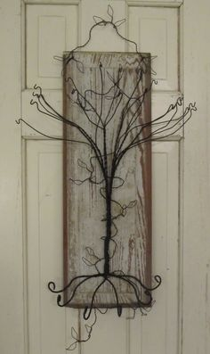 Wire tree to make.  Looks so cute!  Maybe I could add eggs for Easter, bats for Halloween....oooh the ideas!