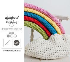 Haak je eigen regenboogkussen met ons nieuwe gratis haakpatroon ontworpen door Follow the Crochet. Een symbool dat staat voor hoop in deze moeilijke tijd. Crochet Hook Sizes, Crochet Hooks, Bambi, Positive Phrases, Crochet Cushions, Have Some Fun, Slip Stitch, Single Crochet, Easy Drawings