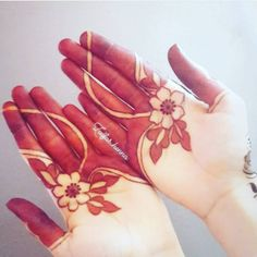 Get ready for beautiful floral mehndi designs for hands at Fashion. We will make sure that beauty of flowers will appear on your hands! Palm Henna Designs, Khafif Mehndi Design, Indian Mehndi Designs, Mehndi Designs For Beginners, Modern Mehndi Designs, Mehndi Design Pictures, Mehndi Designs For Girls, Wedding Mehndi Designs, Mehndi Designs For Fingers