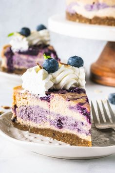 This Almond Blueberry Vegan Cheesecake is super creamy, with a delicious blueberry jam swirled in. This recipe is also paleo, gluten-free, and refined sugar free. Vegan Cheesecake, Blueberry Cheesecake, Vegan Cake, Cheesecake Recipes, Blueberry Jam, Blueberry Desserts, Vegan Blueberry, Healthy Dessert Recipes, Gluten Free Desserts