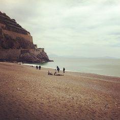 Sulla spiaggia la domenica mattina a Minori - #italianplace #costieraamalfitana #placeinthesun #beach #sundaymorning