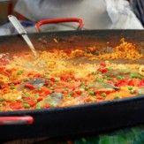 """[ESPAGNOLE]  L'huile d'olive constitue la base de la cuisine espagnole, de même que certains ingrédients que l'on retrouve dans la plupart des plats : poivron, ail, tomate, oignon.  Il est à noter que la """" diète méditerranéenne """" qui englobe """" l'ensemble de savoir-faire, connaissances, pratiques et traditions """" et qui concerne l'Espagne, la Grèce, l'Italie et le Maroc ; a été inscrite au patrimoine culturel immatériel de l'humanité de l'Unesco."""