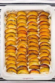 ciasto ze śliwkami i cynamonem Polish Recipes, Hot Dog Buns, Waffles, Sweets, Bread, Blog, Baking, Breakfast, Ethnic Recipes
