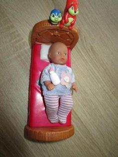 """Mini """"Baby Born"""" mit 2x Kleidung   Bett von SIMBA sehr gut erhalten zusammen Euro 4,00"""