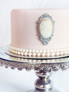 #pink #cameo #wedding #cake #pretty #floral #details // #party #sweets