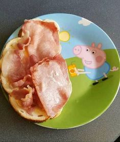 20 Best Funny Photos for Friday Morning Wow, Peppa pig episodes have gotten dark. Really Funny Memes, Stupid Funny Memes, Funny Relatable Memes, Haha Funny, Hilarious, Peppa Pig Funny, Peppa Pig Memes, Best Funny Photos, Funny Images
