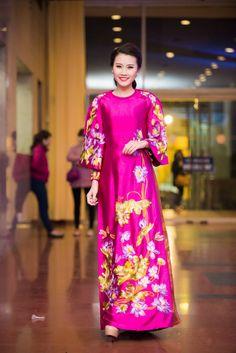 NTK Lan Hương với chiếc áo dài đặc biệt cho nữ ca sỹ Anh Thơ