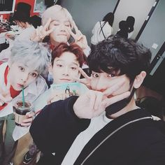 Find images and videos about kpop, exo and baekhyun on We Heart It - the app to get lost in what you love. Baekhyun Chanyeol, Sehun Oh, Luhan And Kris, Park Chanyeol, Kaisoo, Exo Ot12, Kpop Exo, Exo K, Greek Gods