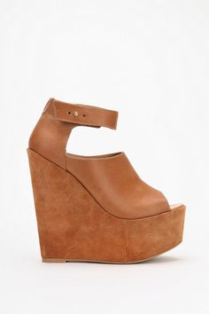 gotta get a pair of nude wedges