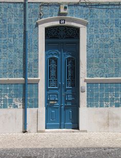 ...blueish style ... - love this house... the amaizing blue tiles, the blue door....really stunning to my eyes