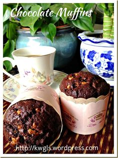 Simple Moist Chocolate Muffin (简易巧克力小松糕) Posted on July 2014 by Kenneth Goh Muffin Recipes, Baking Recipes, Cookie Recipes, Snack Recipes, Snacks, Chocolate Muffins Moist, Yummy Treats, Delicious Desserts, Christine's Recipe