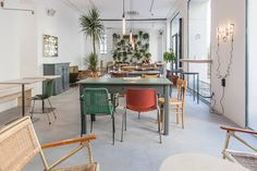Whatever your coworking needs, Milan has something for you. Read about our 10 favorite coworking spaces in and around Milan. Restaurant Design, Restaurant Bar, Happy Hour, Bar Interior Design, Top Restaurants, Co Working, White Walls, Chair Design, Vintage Furniture