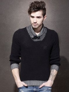 Roadster Self Design Turtle Neck Casual Men's Sweater                  | http://www.cbuystore.com/page/viewProduct/9982437
