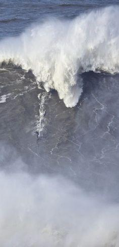 Taking surfing XXL: http://win.gs/1bqgaX2 Image: © jeffflindt.com #surfing #worldrecord