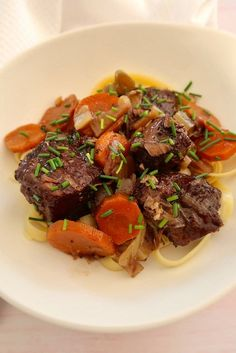 Boeuf mijoté à l'Italienne Cuisine Diverse, Good Food, Beef, Cooking, Recipe Of The World, Easy Cooking, Jamie Oliver Kitchen, Cooker Recipes, Meat