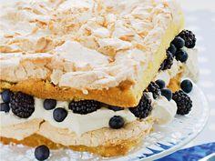 Bästa sommartårtan med maräng  http://www.recept.nu/sara-begner/tarta/agg-och-mejeri/basta-sommartartan-med-marang/